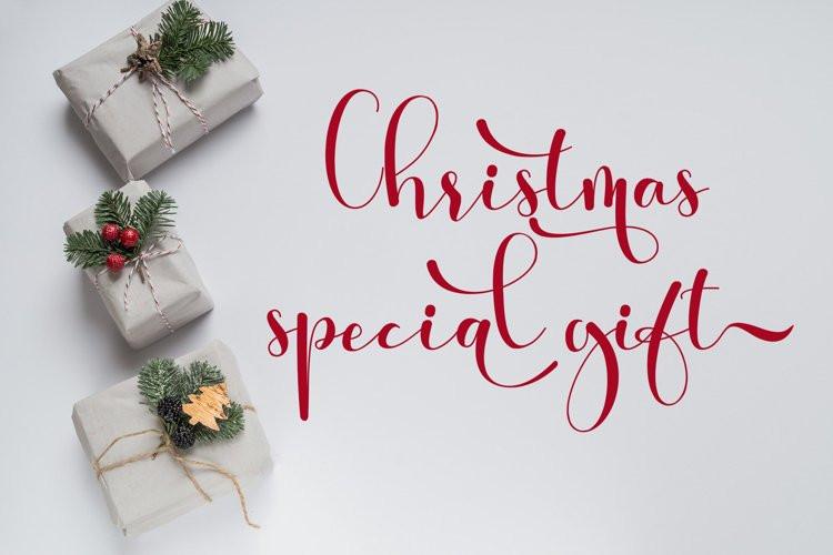 The Christmas Vibe Calligraphy Font